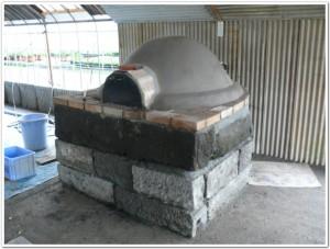 ドーム型のピザ窯