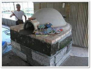 葛城正子さんのキルトとピザ窯