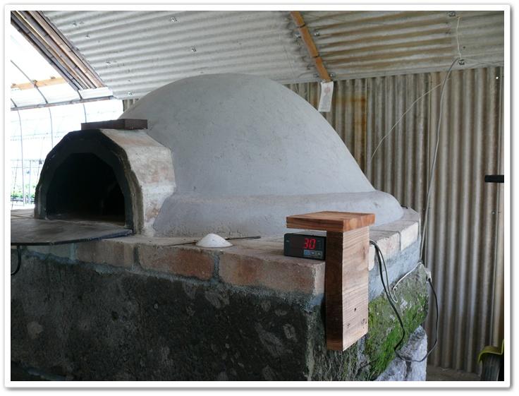 ピザ窯の温度計を設置