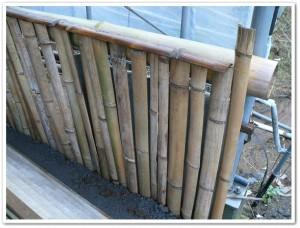 ピザ窯ハウス内に竹の塀を作る