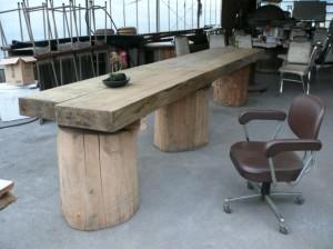 大木でテーブルを作った