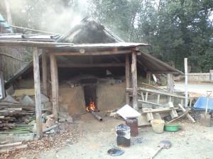 碧い海の会にある炭窯