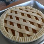 アップルパイを窯で焼く