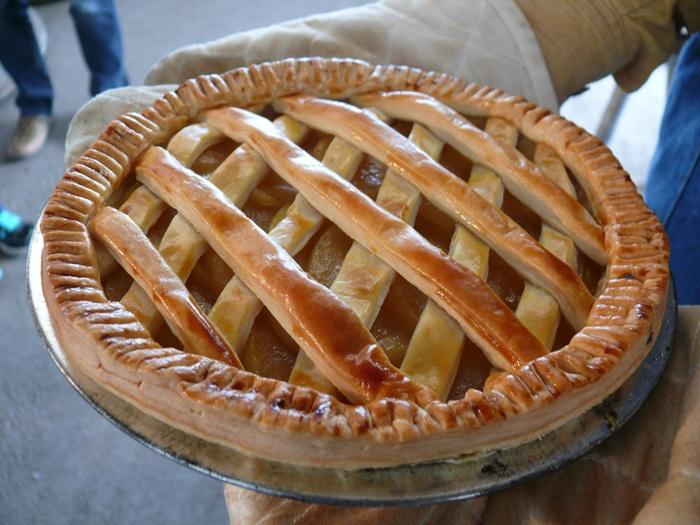 焼き上がりのアップルパイ