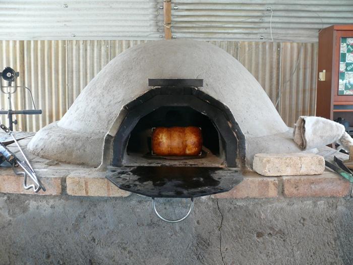 土窯でパンが焼けるっていいわ