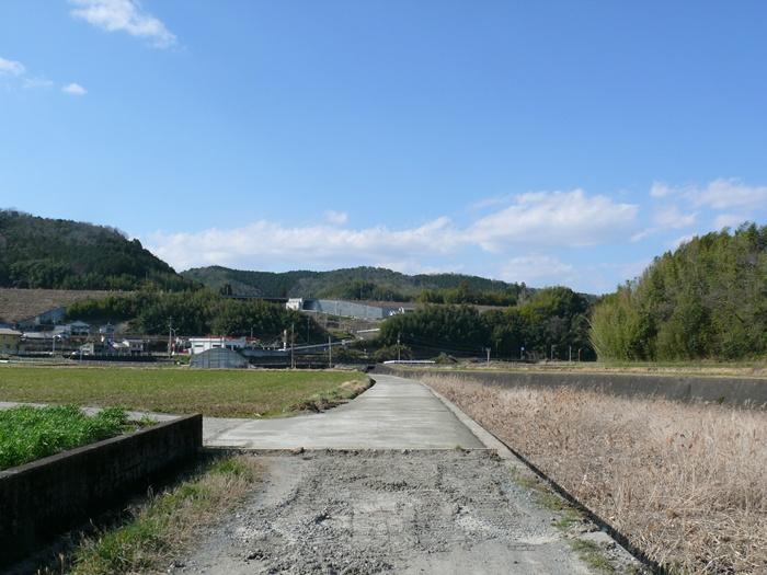 コンクリート舗装された道路