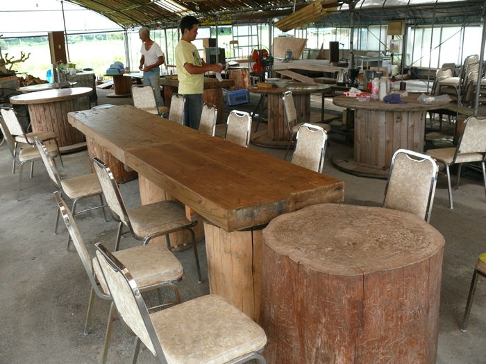 組み合わせた自家製のテーブル