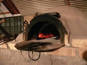 窯に火を入れる