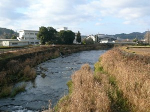 茜川上流にある橋の上から一枚