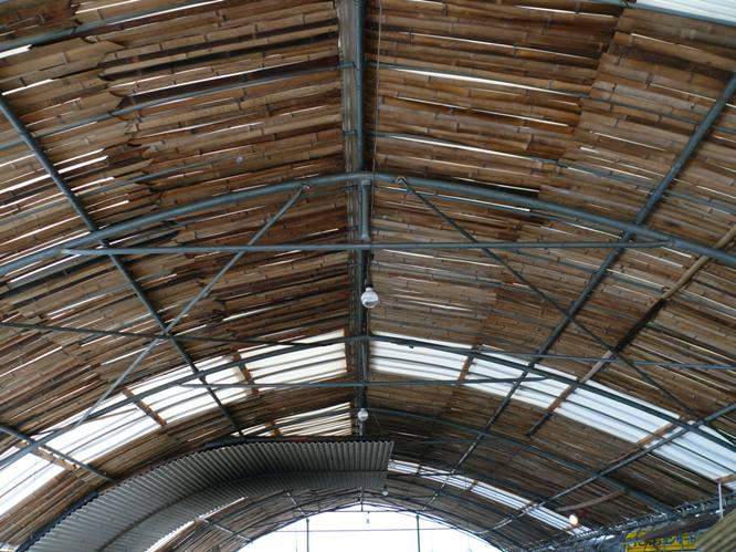 柔らかい空気を生む竹屋根