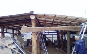 ピザ小屋屋根部分の取り付け