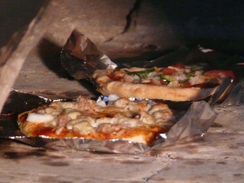 焼かれるピザ